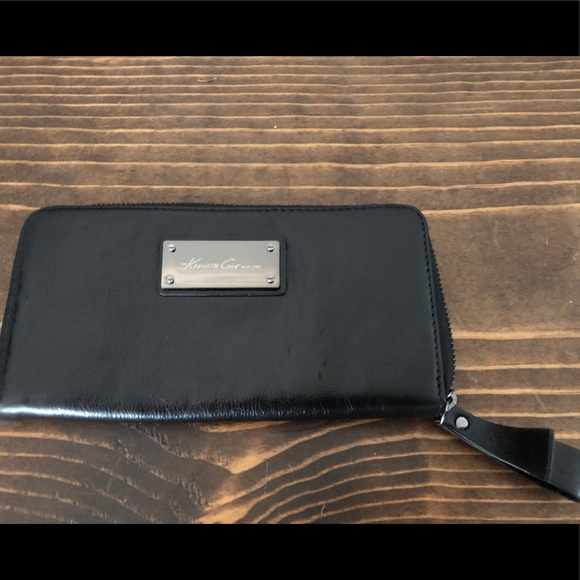 Kenneth Cole Handbags - Black leather Kenneth Cole wallet
